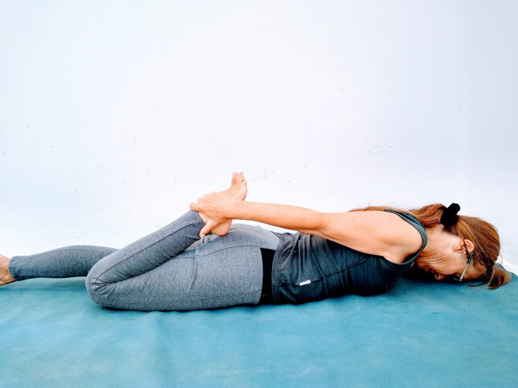 yoga for athletes trainer Sarah Ramsden demo quad stretch for runners
